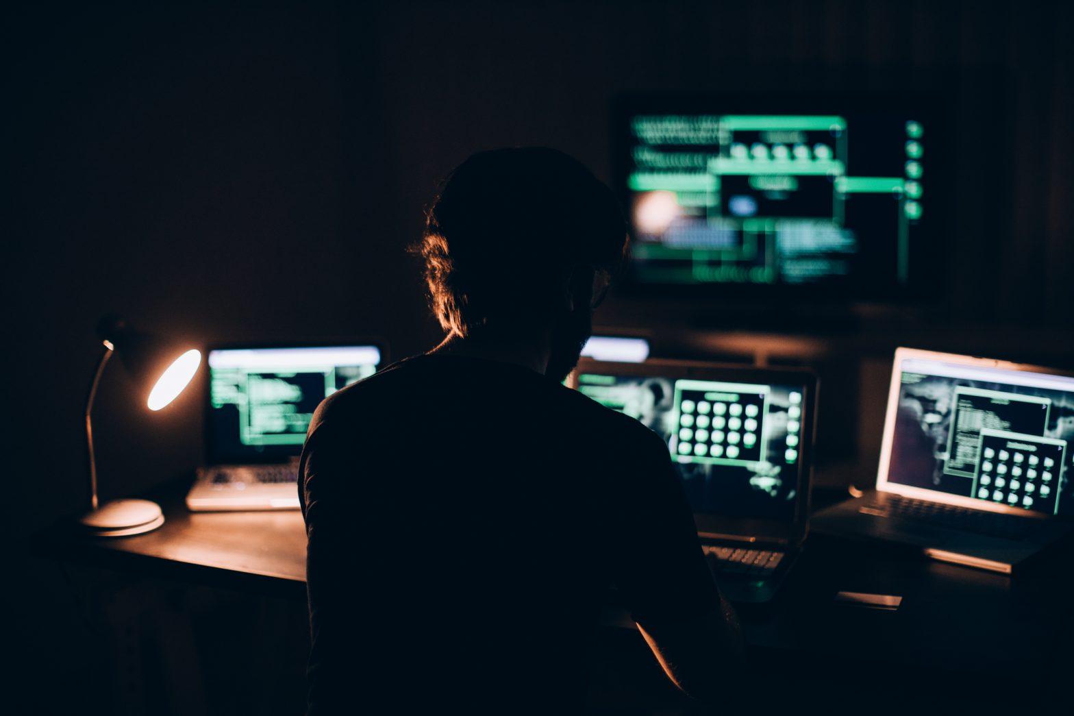 Почему Хакерам До Сих Пор Удается Красть Данные у Корпораций?